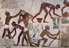 imagen de egipcios fabricando ladrillos en serie