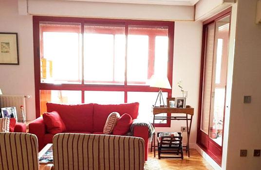 ventana y puerta de aluminio lacada en rojo