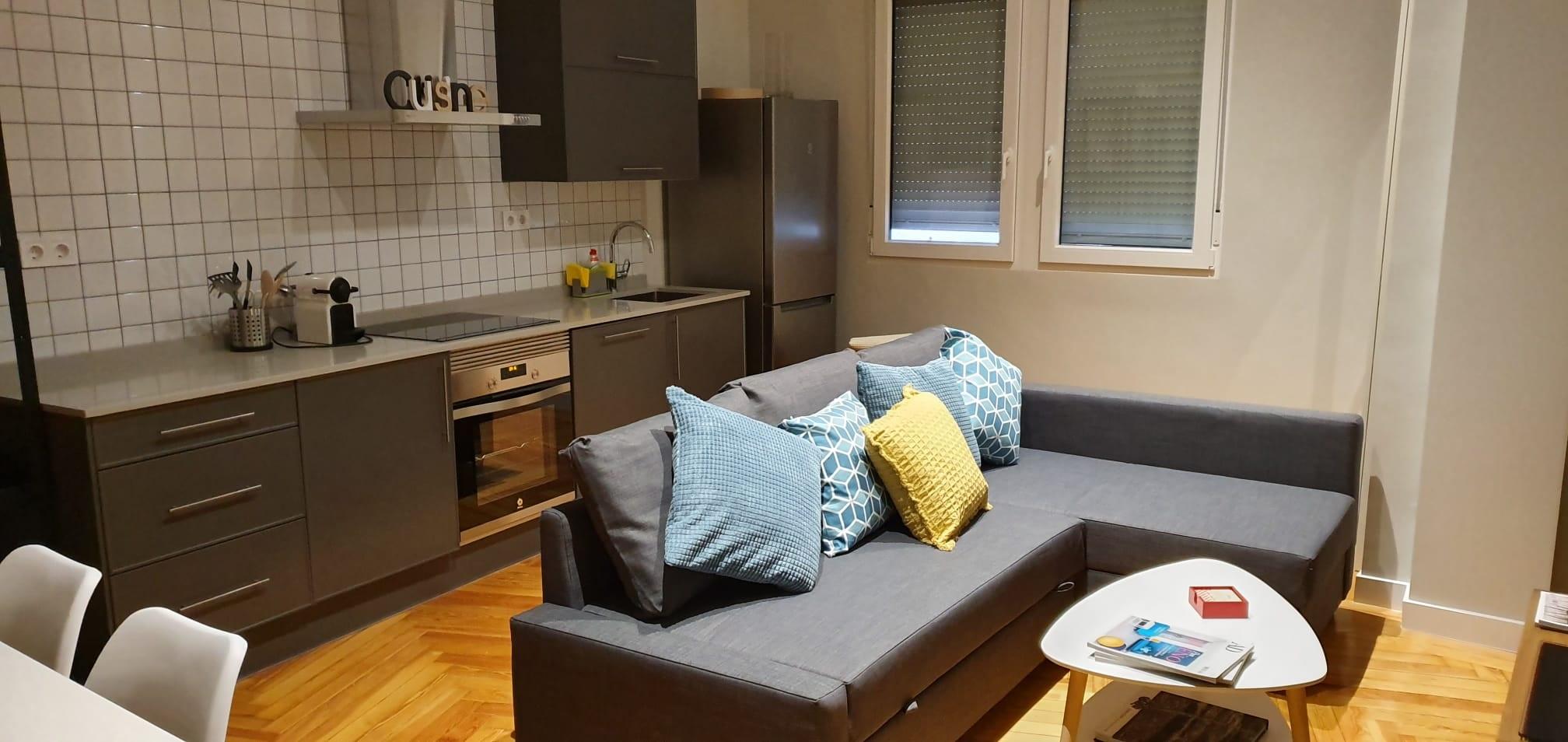 Cocina salón en apartamento de Gran Vía