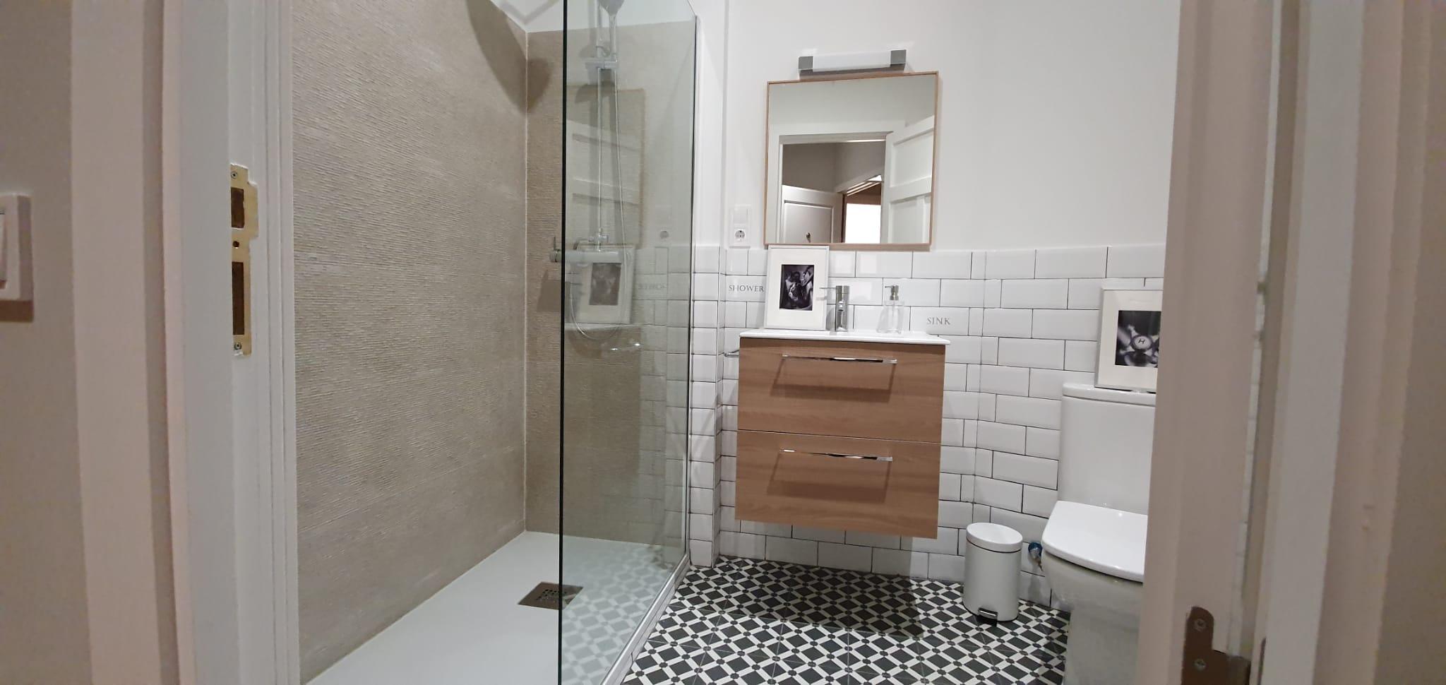 Baño reformado de apartamento en Calle Gran Vía de Madrid
