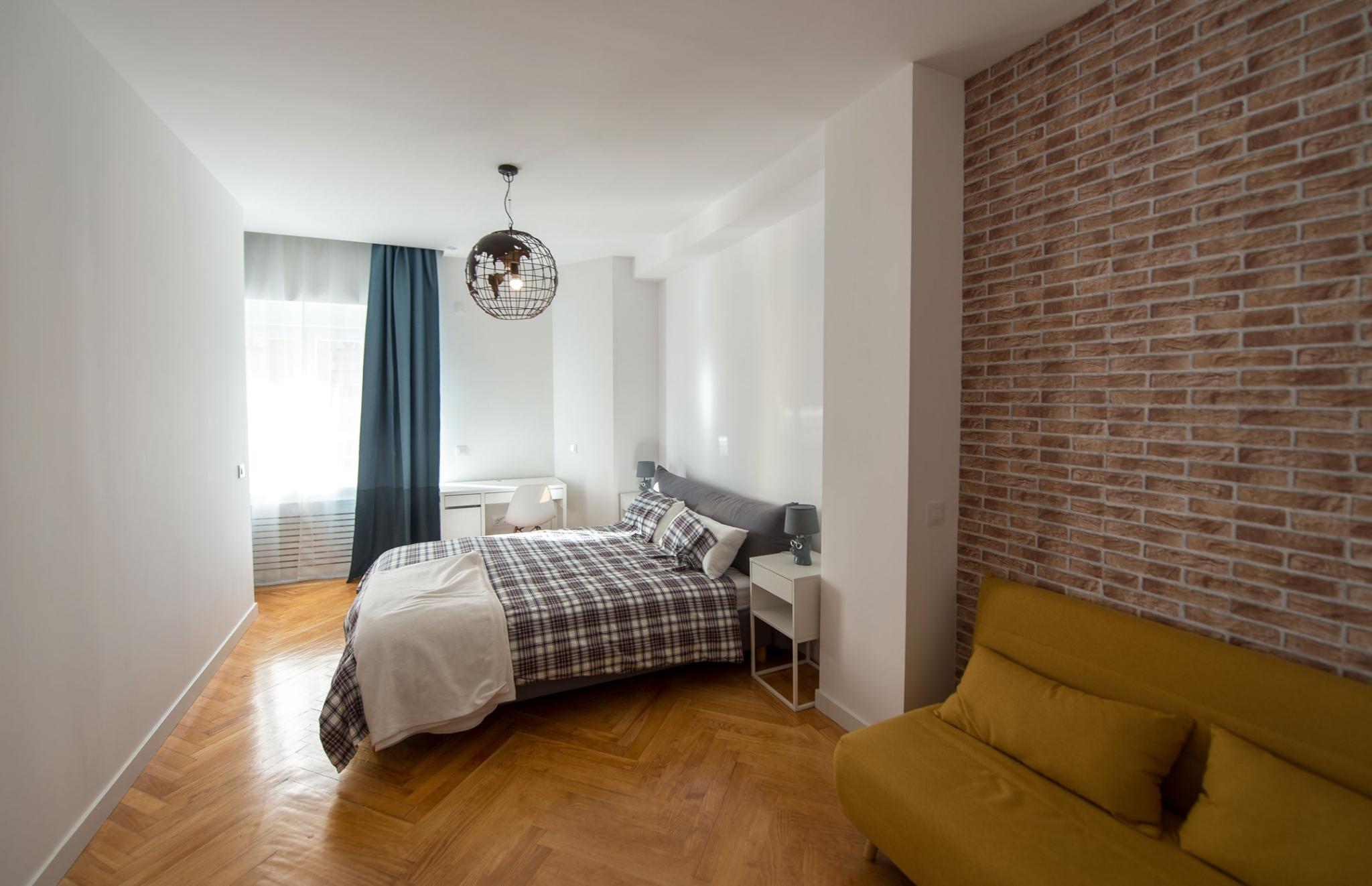 Amplio dormitorio en Calle Conde de Cartagena