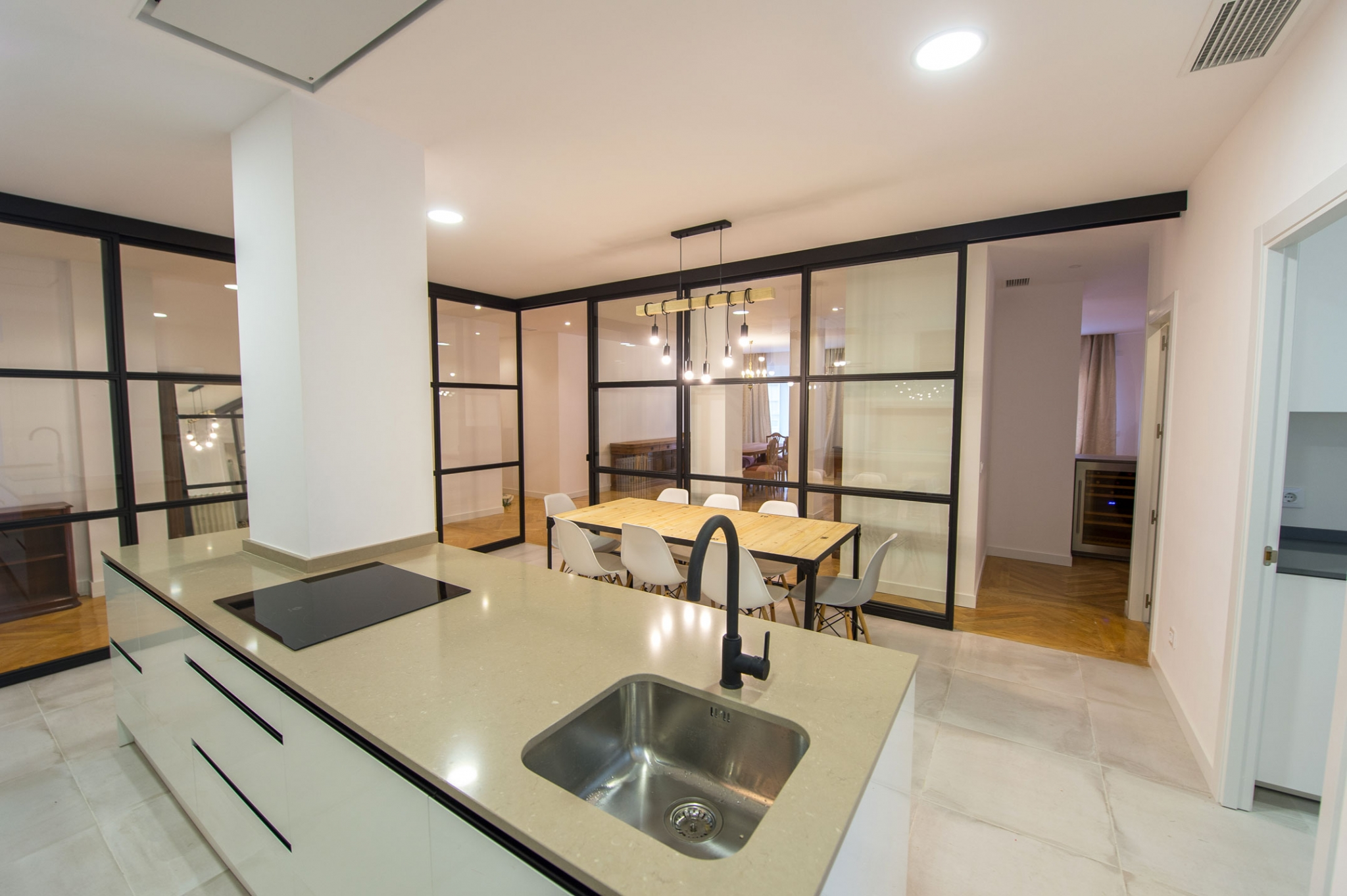 Cocina con isla en calle Conde de Cartagena en Madrid