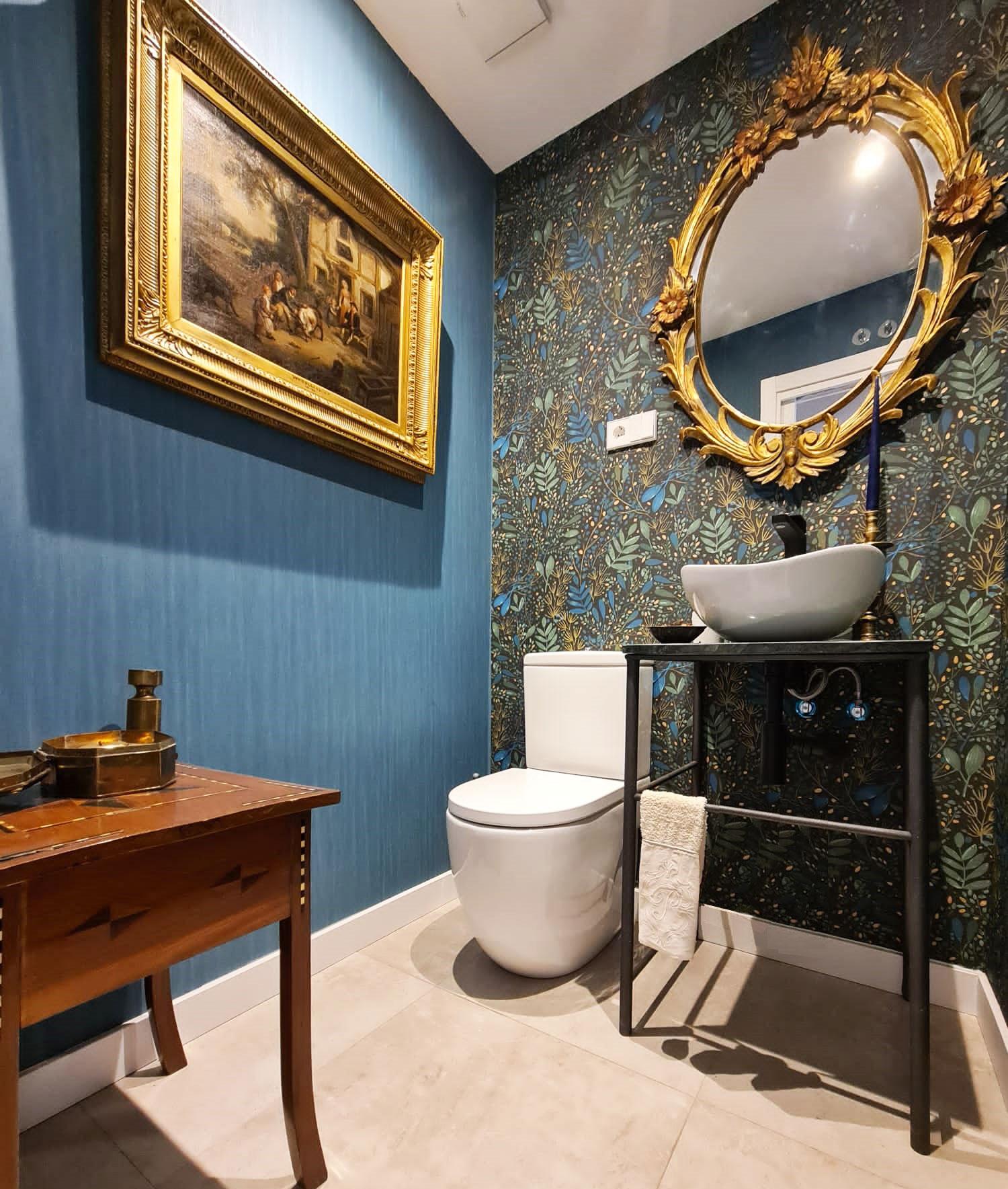 Baño con decoración clásica en chalet de La Finca en Moraleja