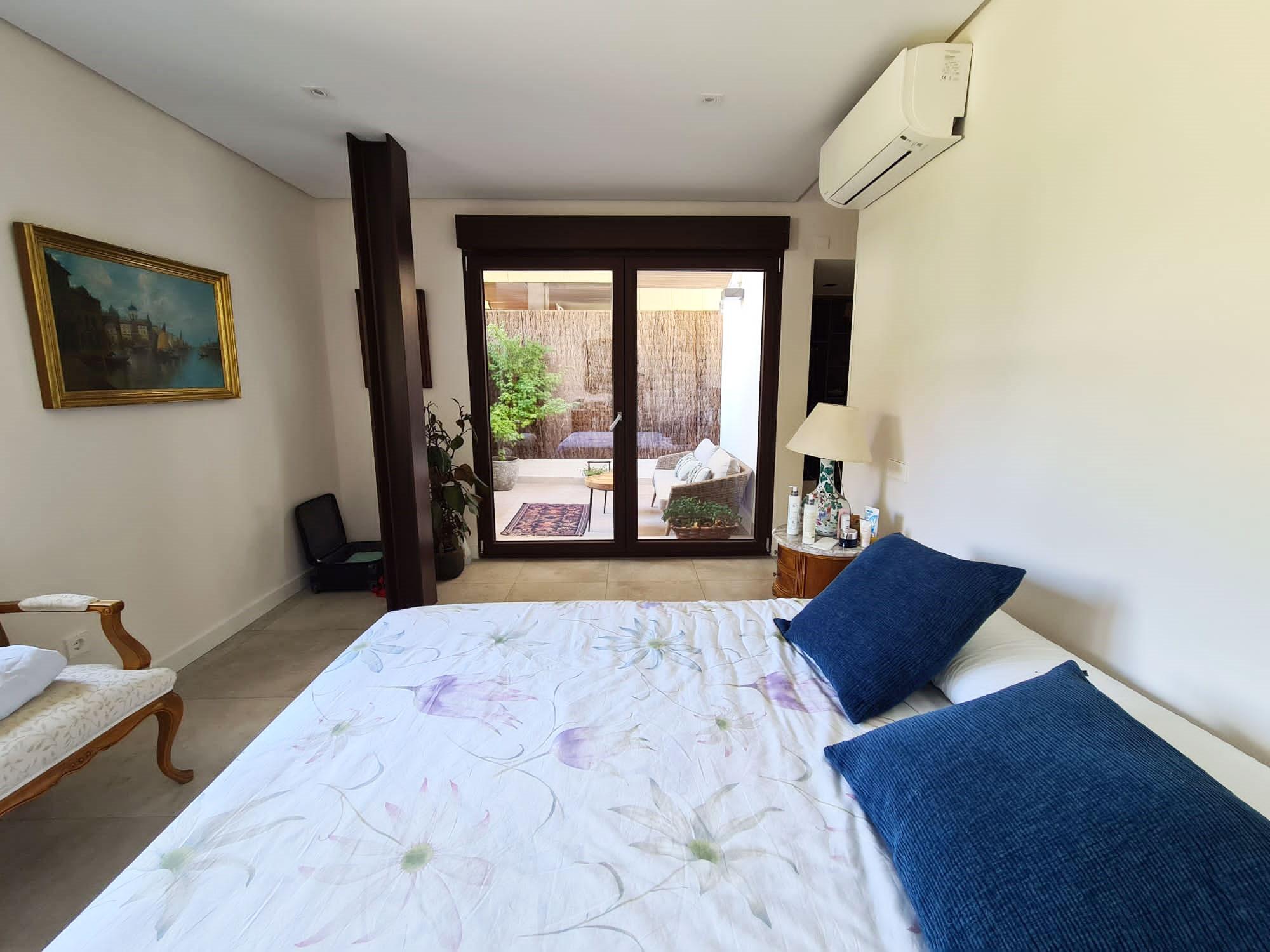 Dormitorio principal de chalet en urbanización La Finca en La Moraleja Madrid